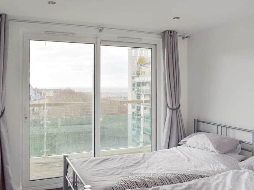Light and airy twin bedroom | 190 Ocean Views - Ocean View, Portland