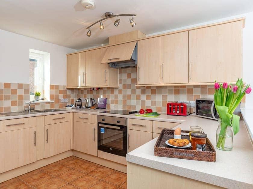 Well-equipped kitchen area | 4 Belvedere Court - Belvedere Court, Paignton