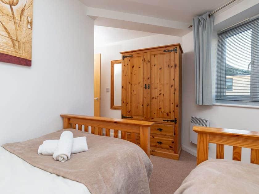 Twin bedroom | 4 Belvedere Court - Belvedere Court, Paignton