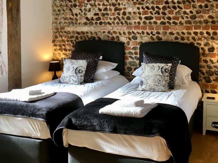 Twin bedroom | Fox's Den - Manor Farm Barns, Witton, near Happisburgh