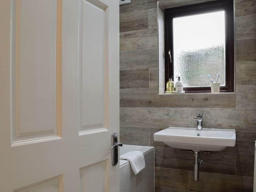 Lovely bathroom | Lower Marcam, Salcombe