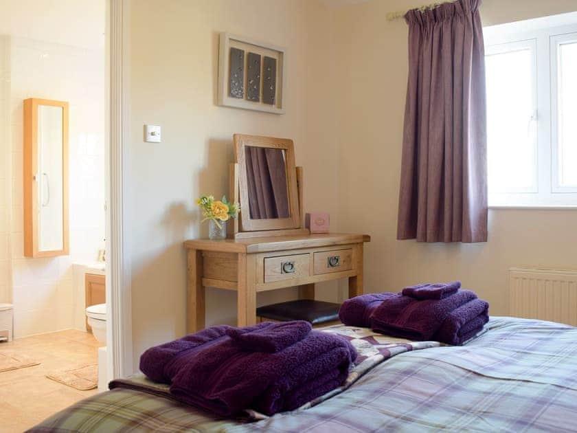 Double bedroom with en-suite   Meadow View, Harley, near Much Wenlock