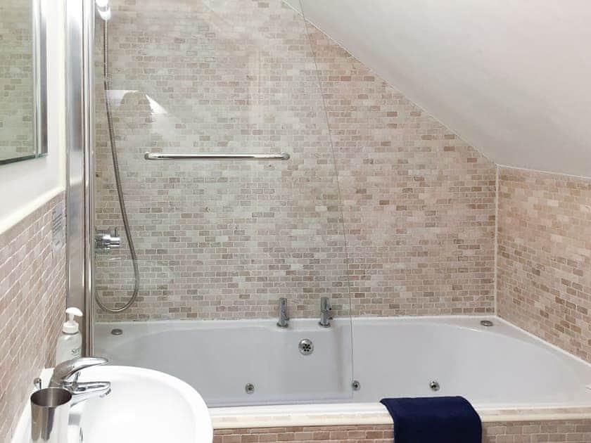 Bathroom | The Penthouse, Endsleigh Court - Endsleigh Court, Stoke Fleming, near Dartmouth