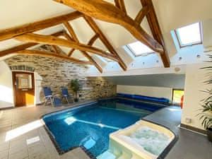 Fron Isaf Cottages - Ysgubor Ganol