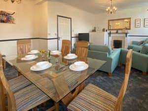 The Oak Apartment