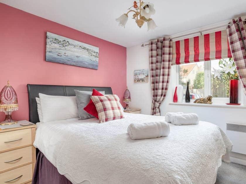 Serene bedroom with kingsize bed | 14 Belvedere Court - Belvedere Court, Paignton