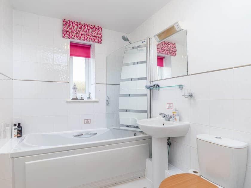Bathroom | 14 Belvedere Court - Belvedere Court, Paignton