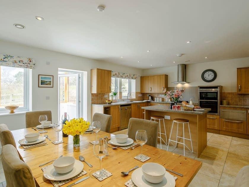Impressive kitchen/dining room | Cunliffe Cottage, Hathersage