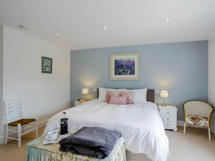 Sumptous double bedroom | Cunliffe Cottage, Hathersage