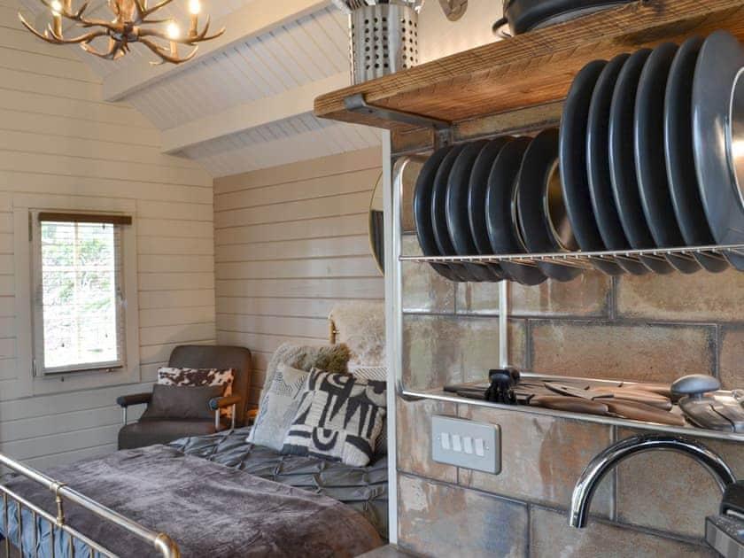 Charming studio style accommodation | Tarka Cabin - Beaconside, Monkleigh, near Bideford