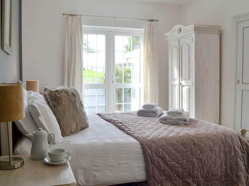 Attractive double bedroom | Beaconside Lodge - Beaconside, Monkleigh, near Bideford