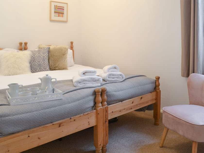 Comfortable bedroom | Beaconside Lodge - Beaconside, Monkleigh, near Bideford
