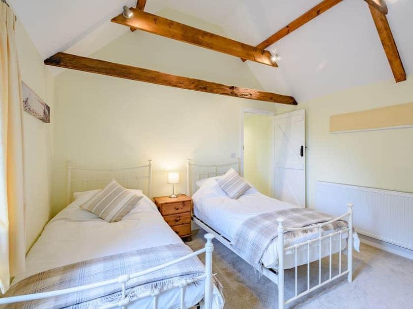 Delightful twin bedroom | Leatherpool Place, Wiveton, near Holt