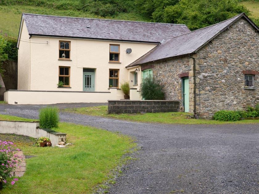Pwll Farmhouse