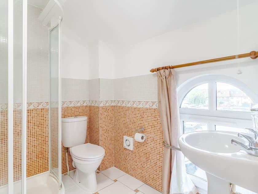 Bathroom | Jib Sail - The Sail Loft, Wroxham