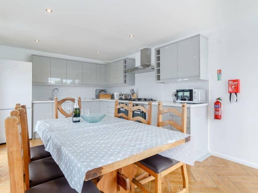 Kitchen/diner | Spinnaker - The Sail Loft, Wroxham