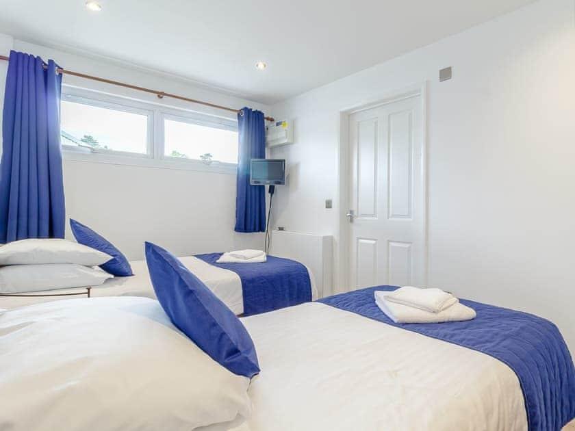 Twin bedroom   Top Sail - The Sail Loft, Wroxham