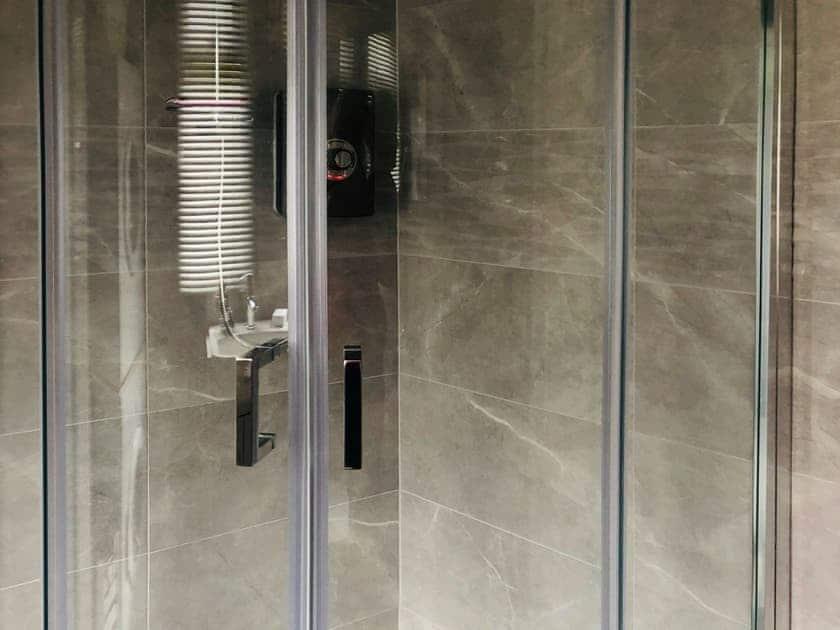 Shower room | The Beach Hive, Norton Park