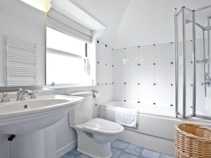 Bathroom | Island Quay 9, Salcombe