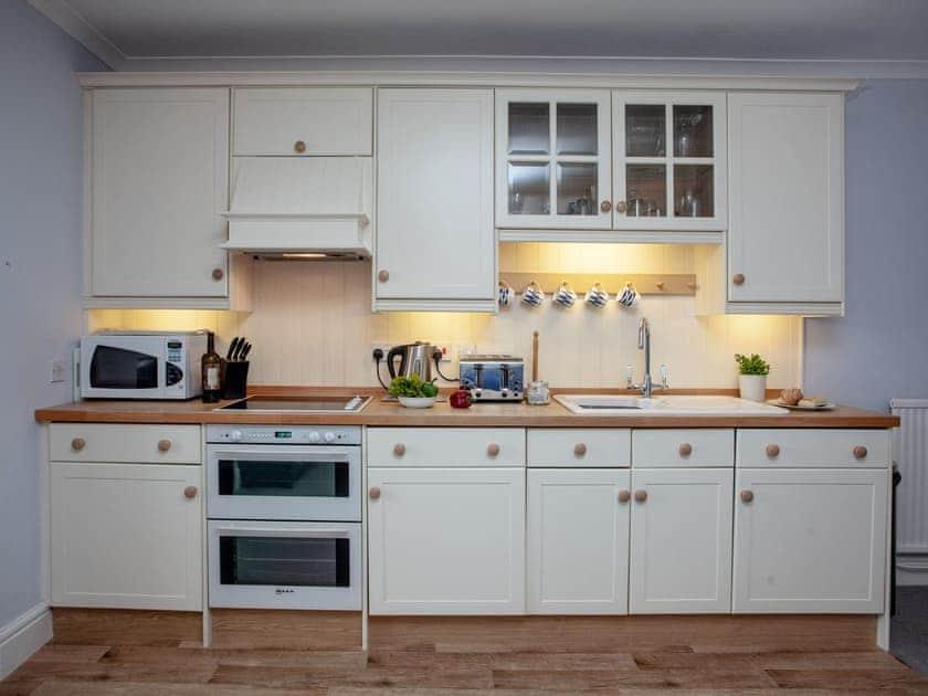 Kitchen | Salcombe 26, Salcombe