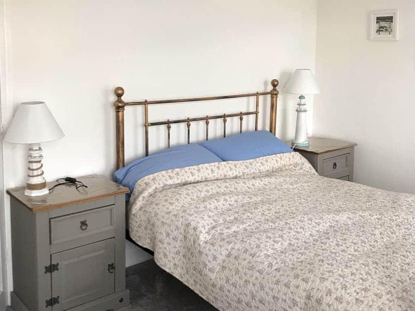 Twin bedroom | Teds Cottage, Victoria Road