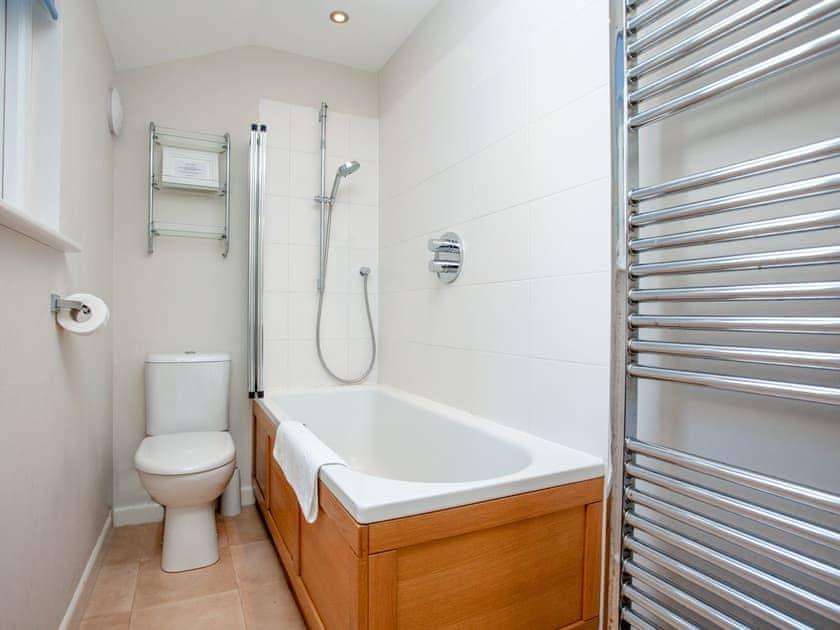 Bathroom | Courtenay Cottage, Salcombe