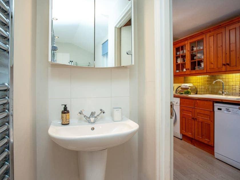 Shower room | Courtenay Cottage, Salcombe