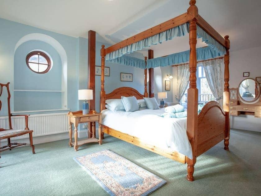 Master bedroom | Tuckenhay Mill House - Tuckenhay Mill, Bow Creek, between Dartmouth and Totnes
