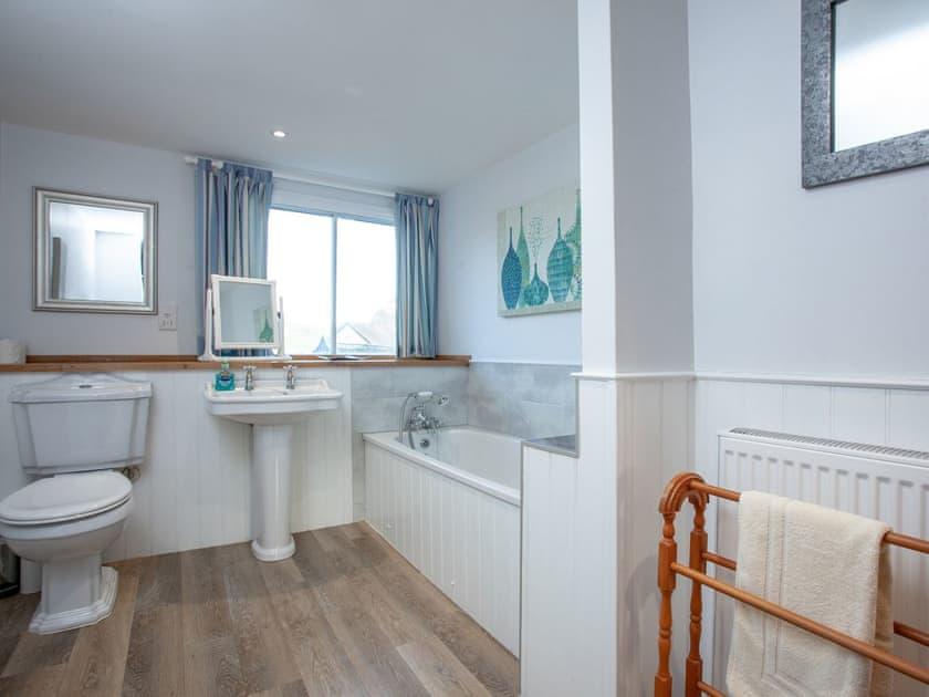 Bathroom | Tuckenhay Mill House - Tuckenhay Mill, Bow Creek, between Dartmouth and Totnes