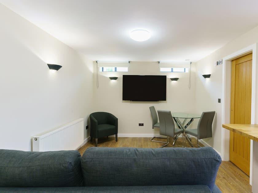 City Apartments - 8a Monkbar Mews