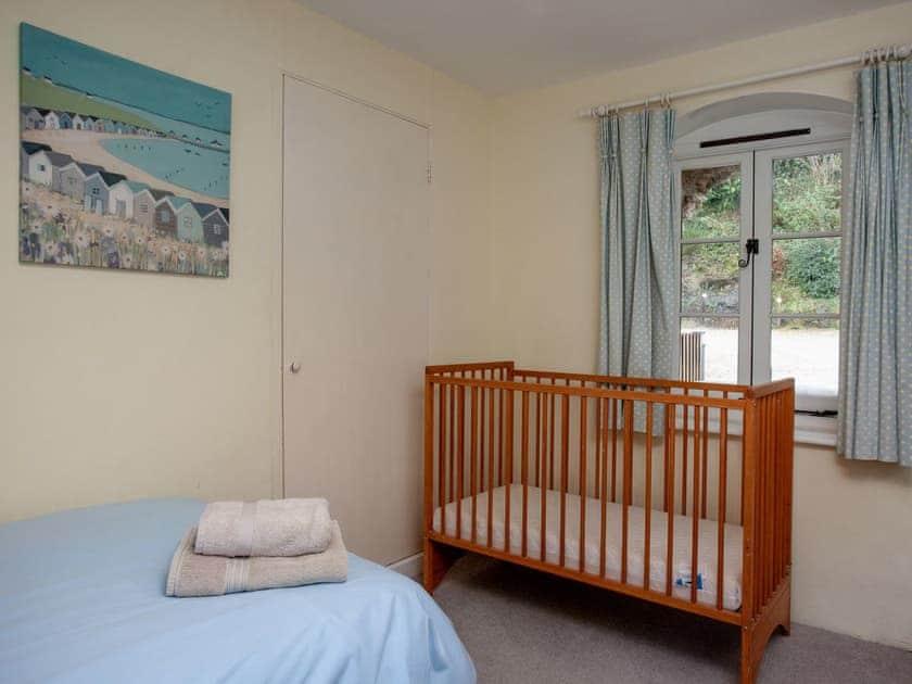 Twin bedroom | 4 Castle Cottage - Tuckenhay Mill, Bow Creek, between Dartmouth and Totnes