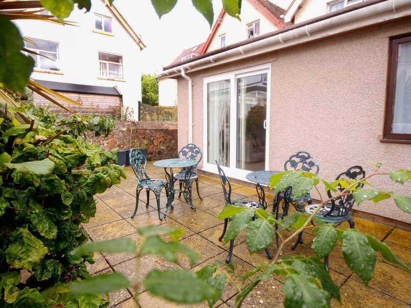 Acacia Apartments - Garden Apartment
