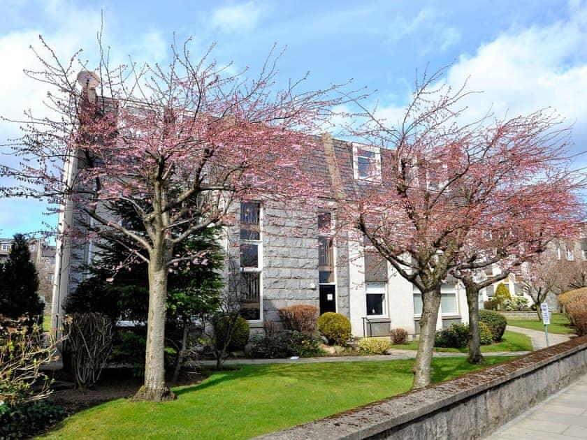 Home From Home Aberdeen - 53 Claremont Gardens