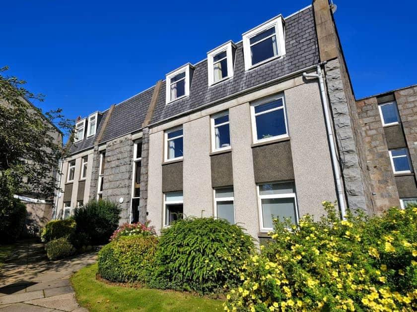 Home From Home Aberdeen - 57 Claremont Gardens