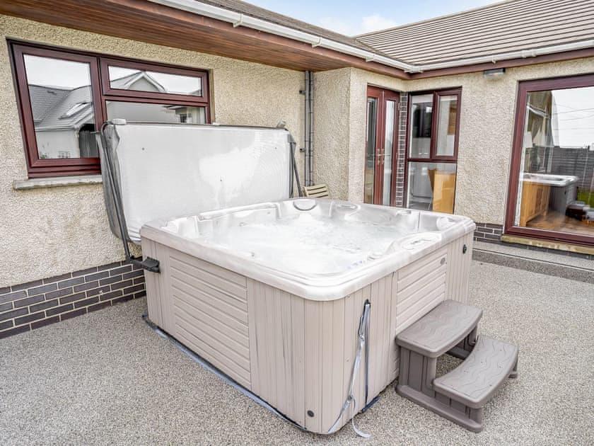 Hot tub | Gwbert Holiday Cottages- Hafdir - Gwbert Holiday Cottages, Gwbert, near Cardigan