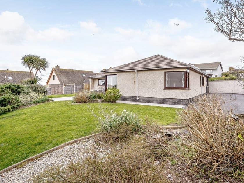 Garden | Gwbert Holiday Cottages- Hafdir - Gwbert Holiday Cottages, Gwbert, near Cardigan