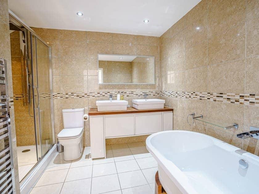 En-suite | LLyswen - Gwbert Holiday Cottages, Gwbert, near Cardigan