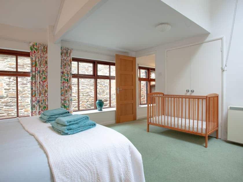 Master bedroom | 1 Salle Cottage - Tuckenhay Mill, Bow Creek, between Dartmouth and Totnes