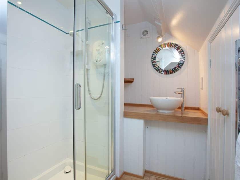 En-suite | 2 Salle Cottage - Tuckenhay Mill, Bow Creek, between Dartmouth and Totnes
