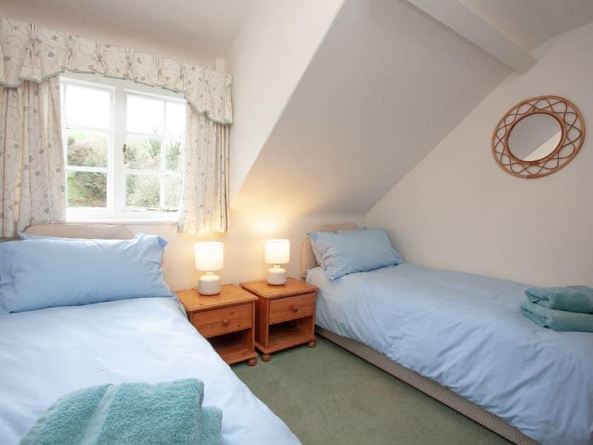 Twin bedroom | 2 Salle Cottage - Tuckenhay Mill, Bow Creek, between Dartmouth and Totnes