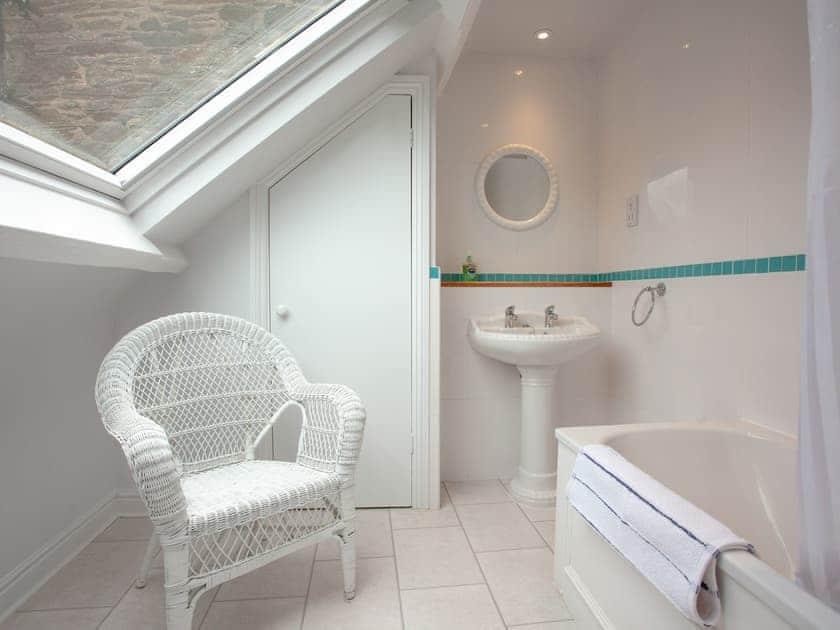 En-suite | 3 Salle Cottage - Tuckenhay Mill, Bow Creek, between Dartmouth and Totnes