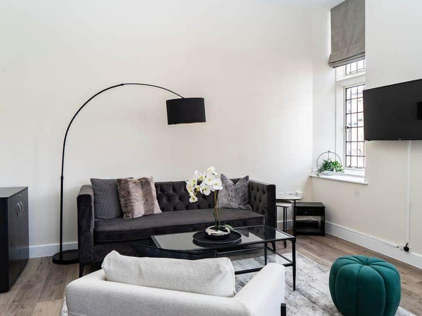 Leonis Estates Luxury Apartments- Castle Gates