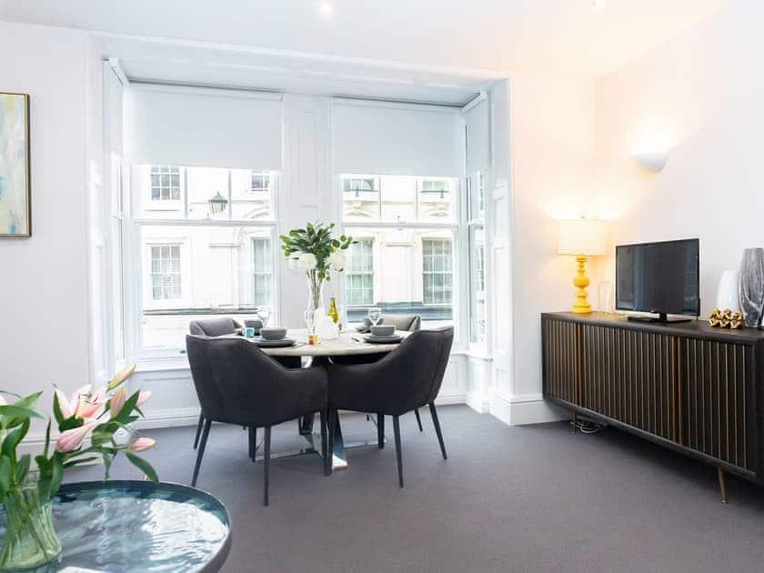 Leonis Estates Luxury Apartments- The Nook