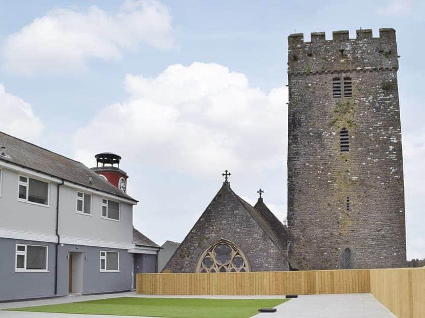 Pembroke Holiday Village - Pembroke Castle Penthouse 2