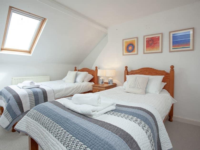 Twin bedroom   Muffins, Salcombe