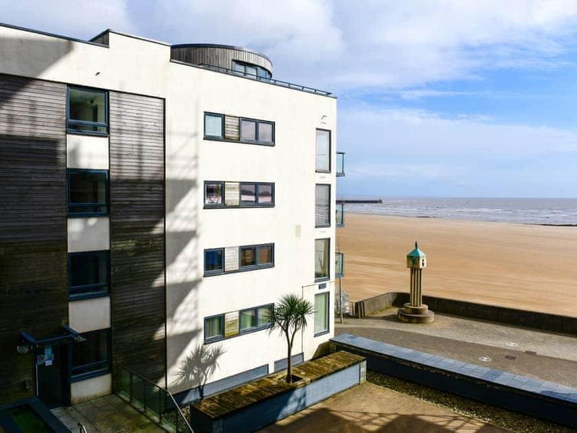 Meridian Quay Beach View Apartment