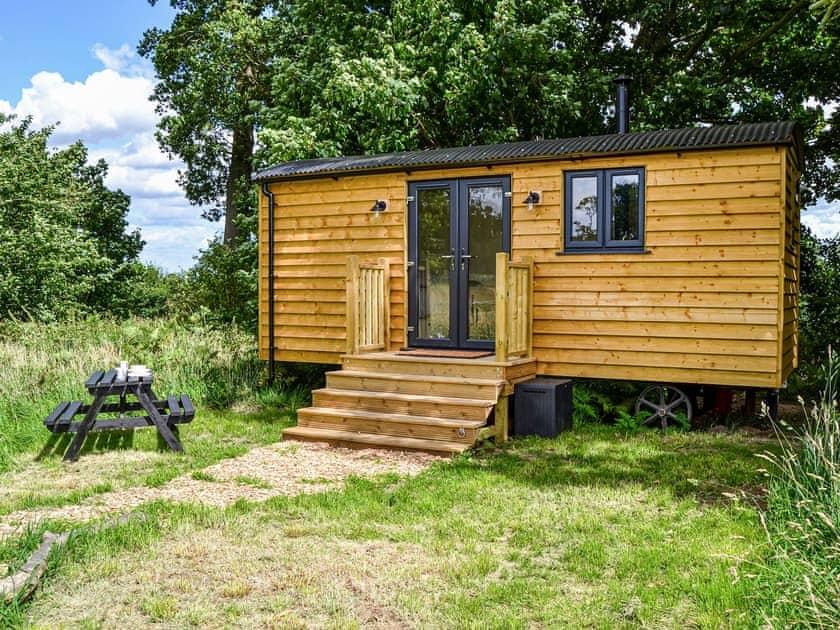 Manor Farm Retreats - Chestnut