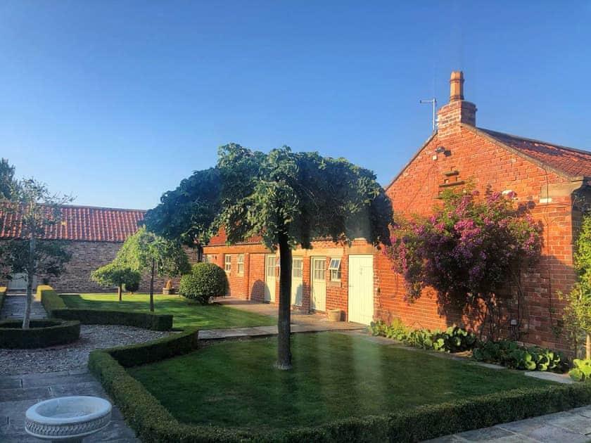 Setting | Chestnut Cottage, Little Barugh, near Pickering