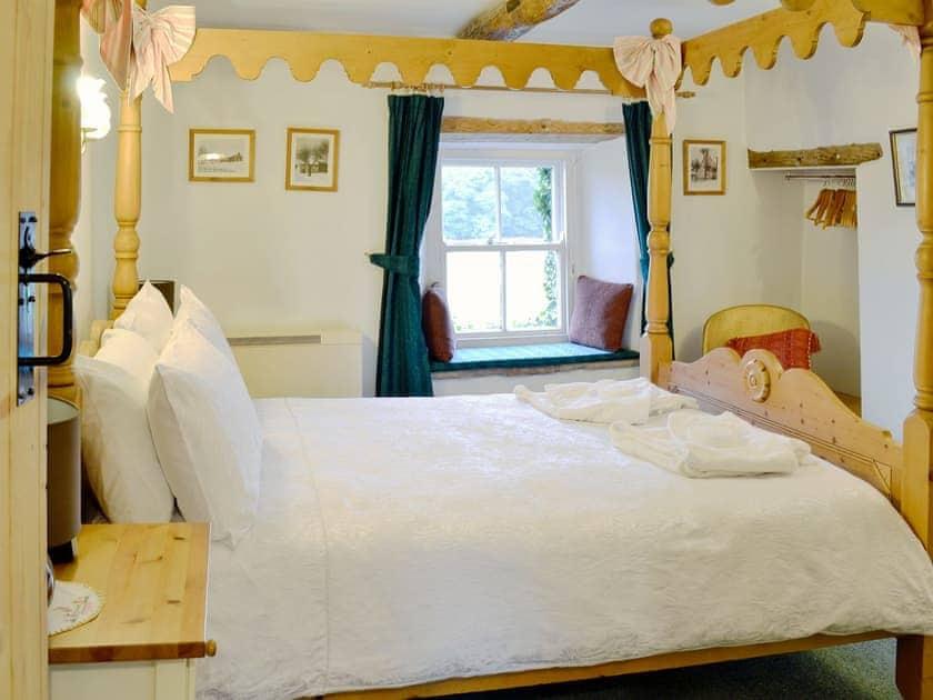 Four Poster bedroom   Redmayne Cottage, Orton