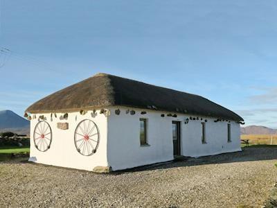Exterior of thatched cottage   Skylark Cottage, Upper Breakish, Isle of Skye